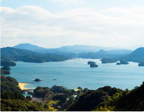 海と緑が美しい景勝地に立つ、絶好のロケーション
